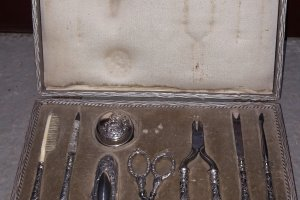 stříbrná souprava na manikuru v etui