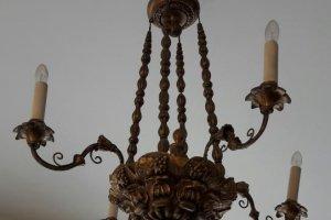 dřevěný lustr